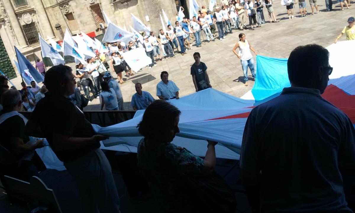 Dirixentes do BNG colocan a bandeira na Quintana