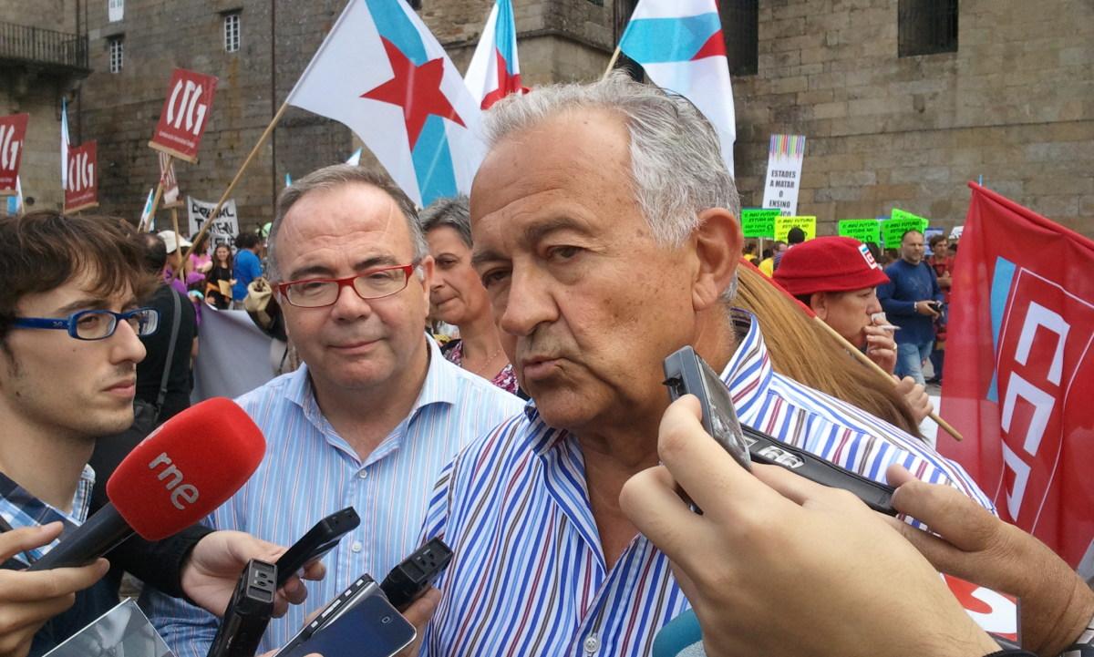 Romeu e Bugallo atenden aos medios na protesta