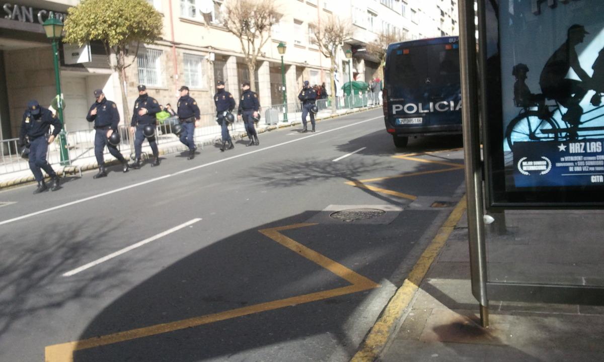 Efectivos antidisturbios, no inicio da protesta