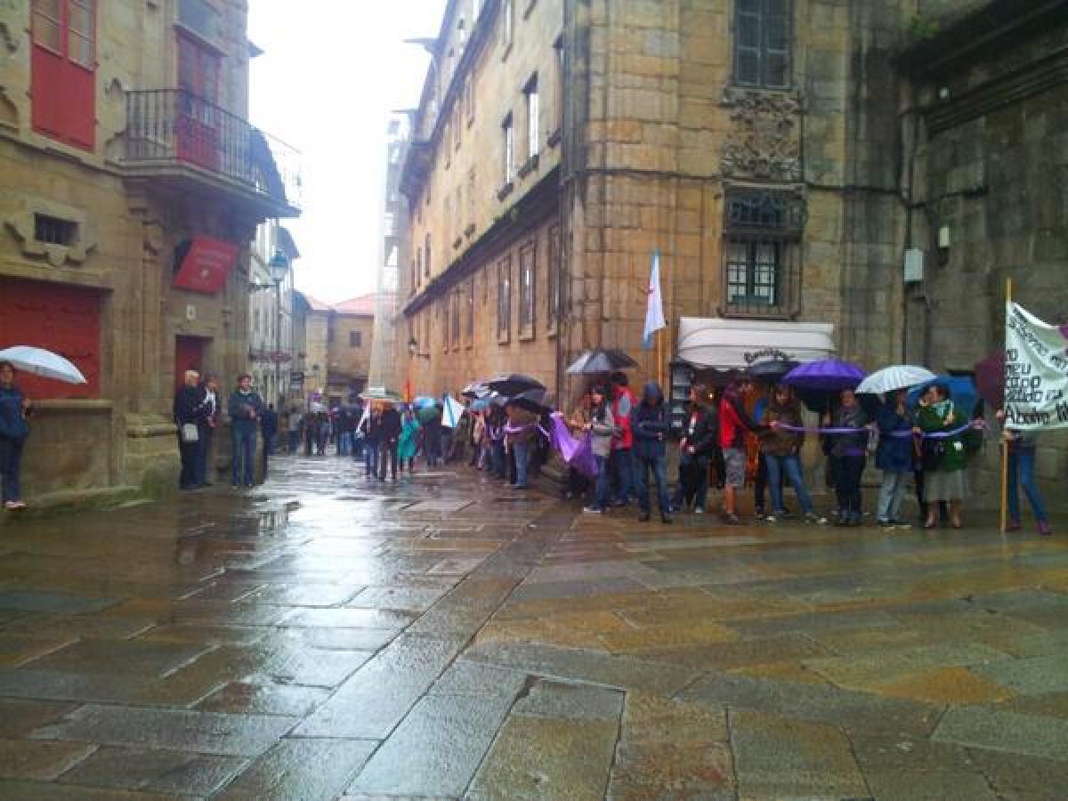As e os manifestantes rodearon a Catedral
