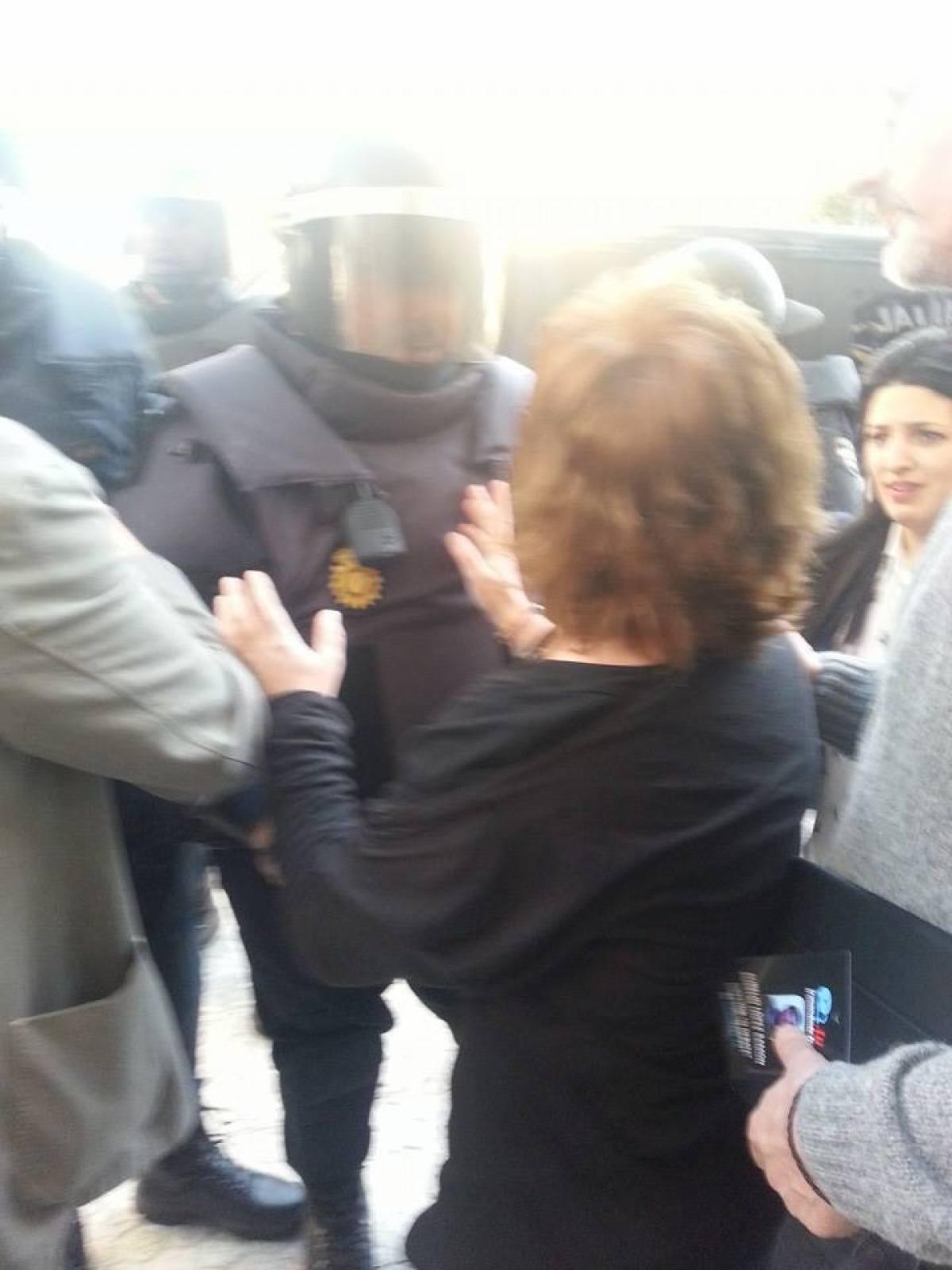 Montse Prado (BNG) tenta evitar unha detención