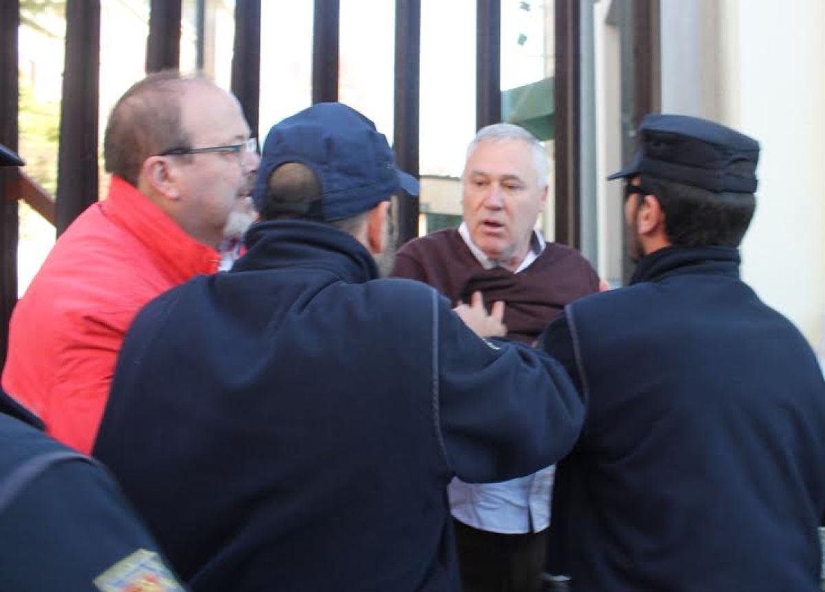 Policías reteñen o alcalde de Becerreá, Manuel Martínez
