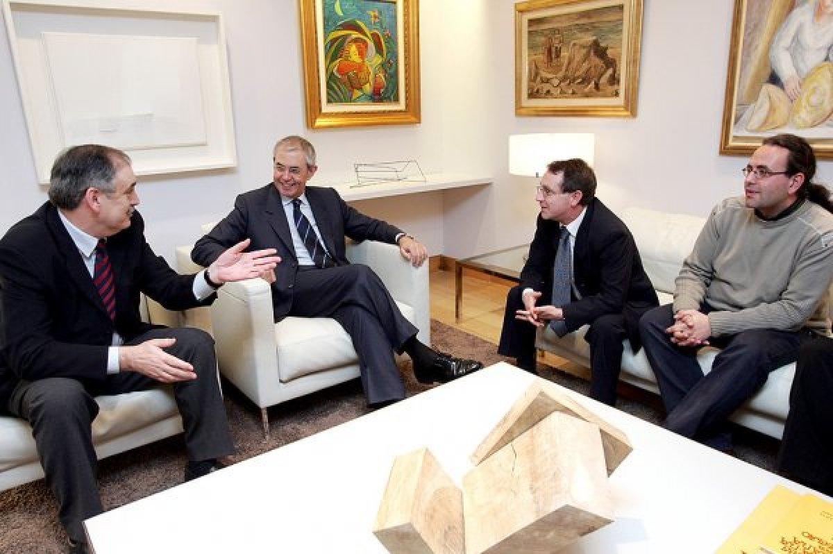 Primeiras xuntanzas con representantes institucionais