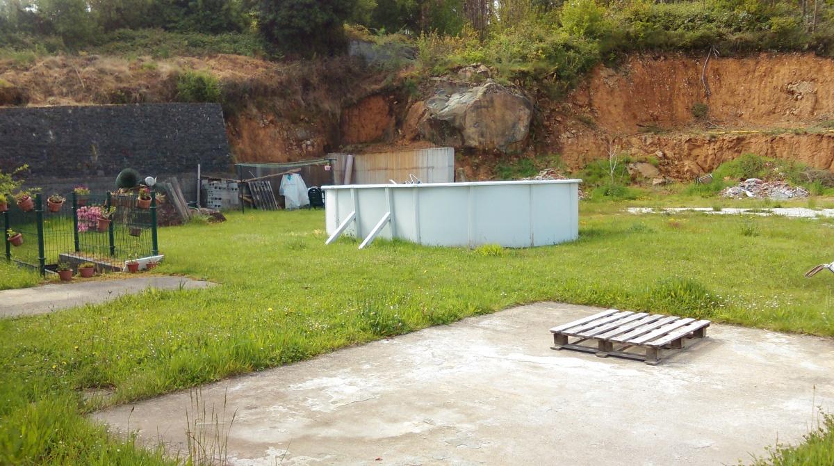 Finca da casa do fillo de Manuel Naveira Seoane, onde o concello instala a caseta de obra para votar