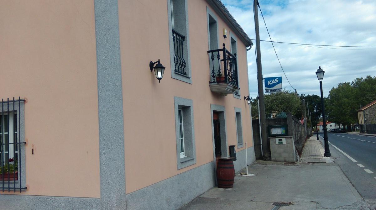 Casa de D. Rogelio Boado, ou Bar Hortensia, onde votan parte dos veciños de Porzomillos
