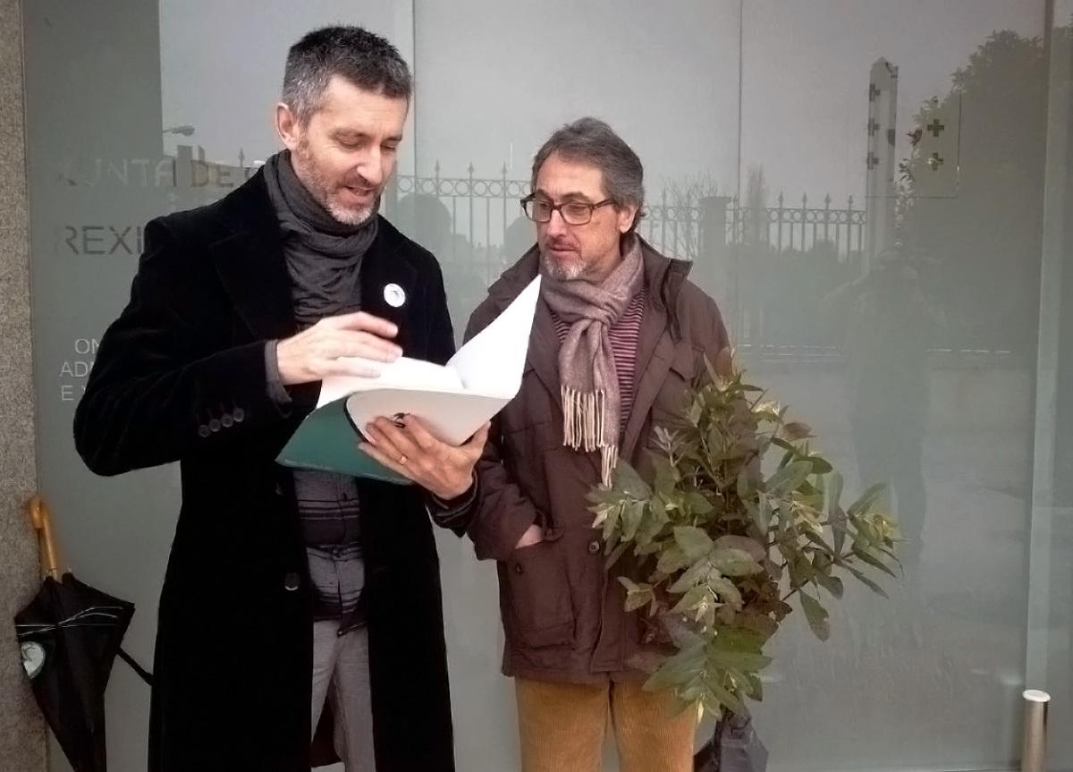 Fins Eirexas (ADEGA) entrega no rexistro da Xunta as valoracións ao plan forestal