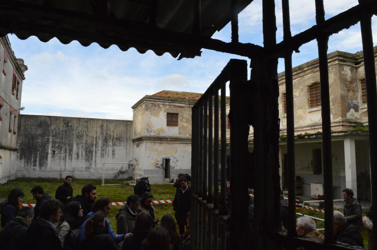 Un momento da visita ao interior do cárcere