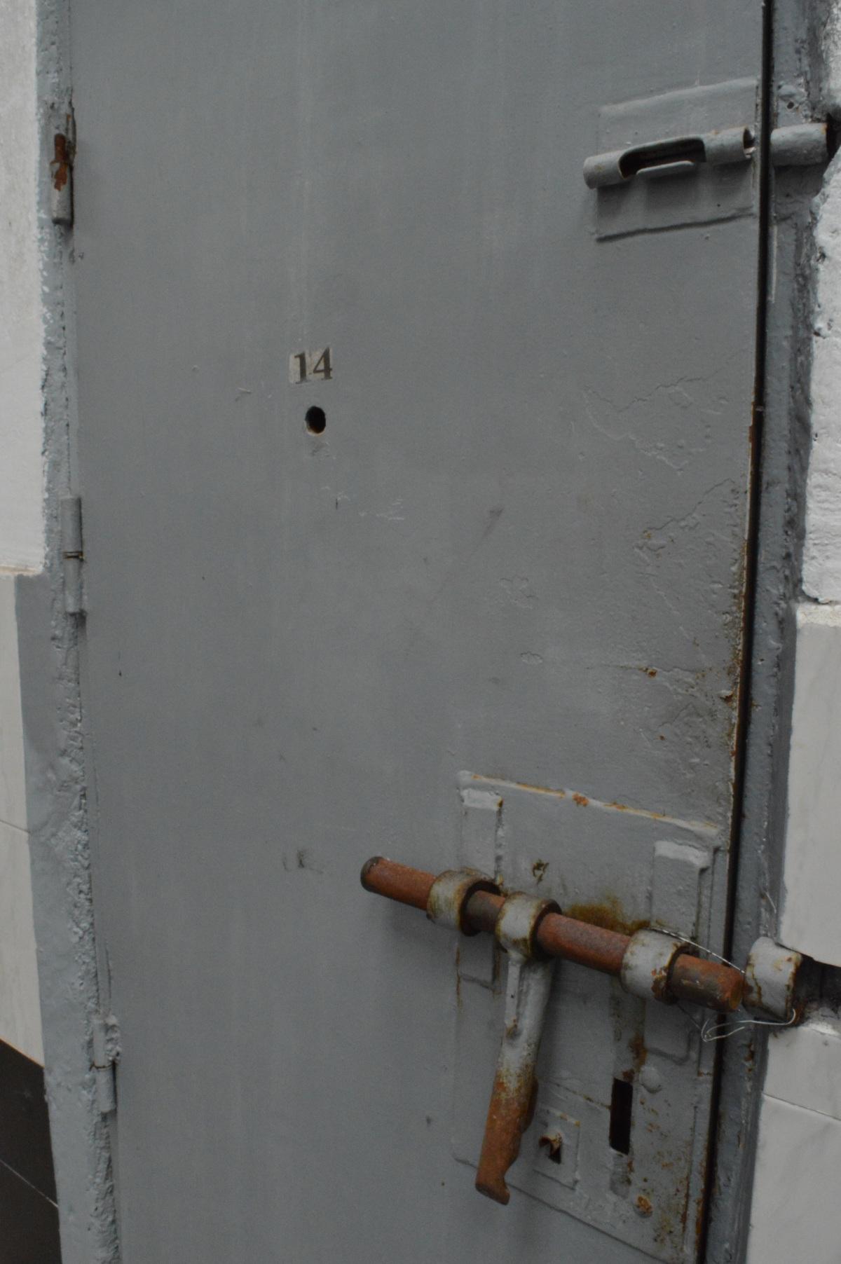 A porta dunha das celas
