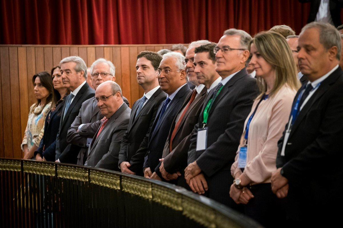 O primeiro ministro portugués, a alcaldesa de Lugo, o rexedor do Barco e outros cargos, na clausura do congreso