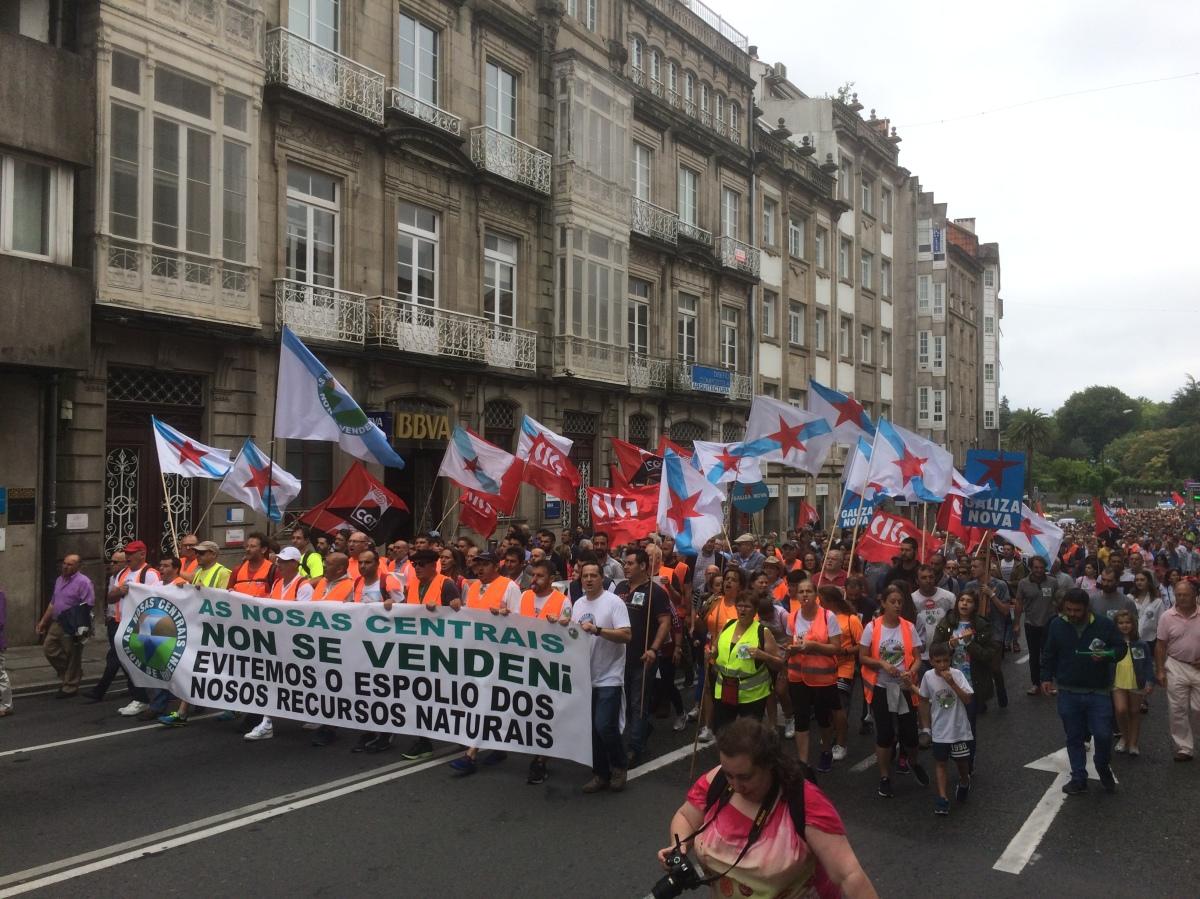 A manifestación, polas rúas de Santiago camiño de San Caetano