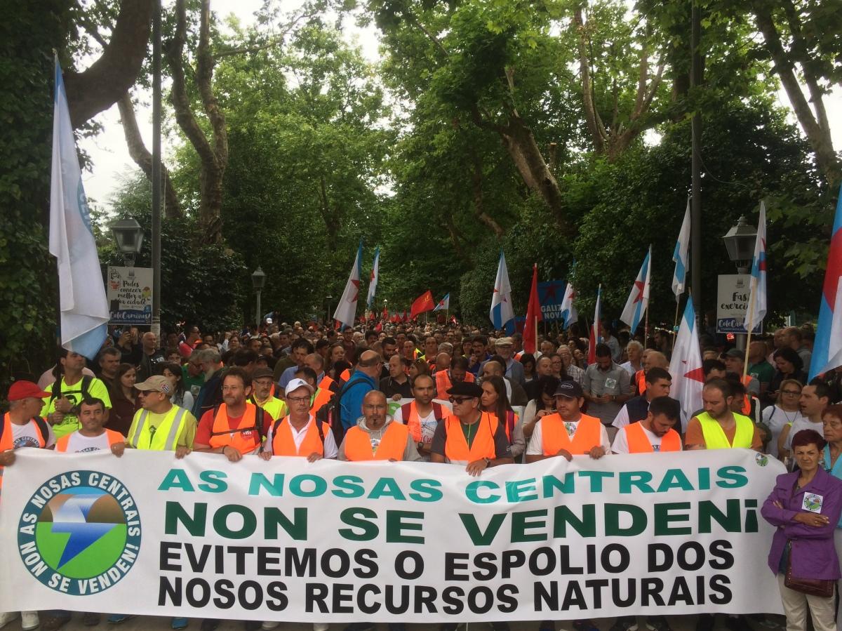 A manifestación do persoal de Ferroatlántica ao seu inicio, na Alameda de Santiago