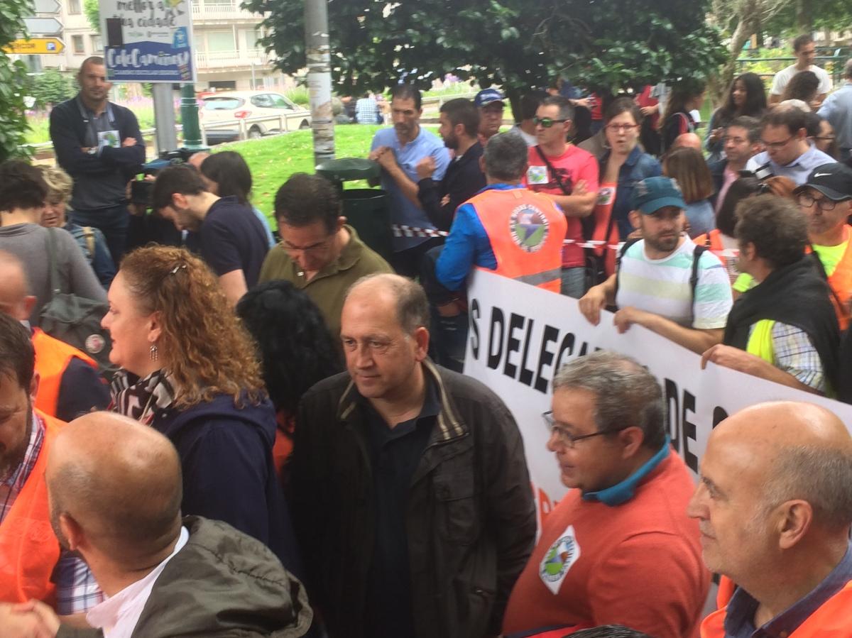 O portavoz parlamentario do PSdeG, Xoaquín Fernández Leiceaga, tras participar no último treito da marcha e antes do inicio da manifestación
