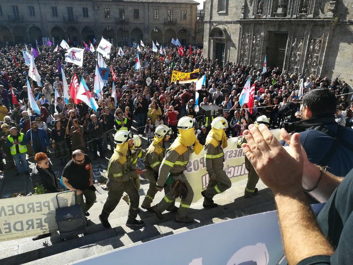 Os bombeiros forestais foron moi aplaudidos