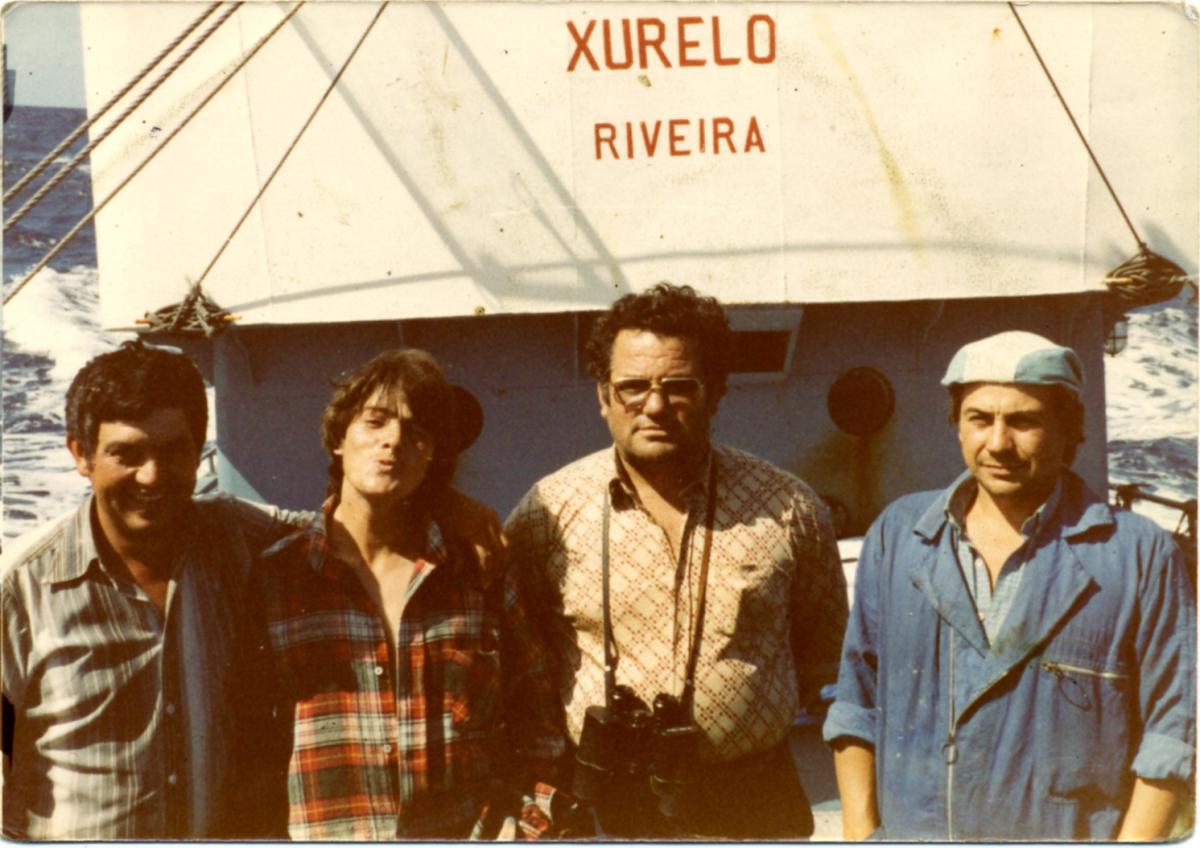 Tripulantes do 'Xurelo' co patron, Ánxel Vila, segundo pola dereita (Foto: Xosé Castro)