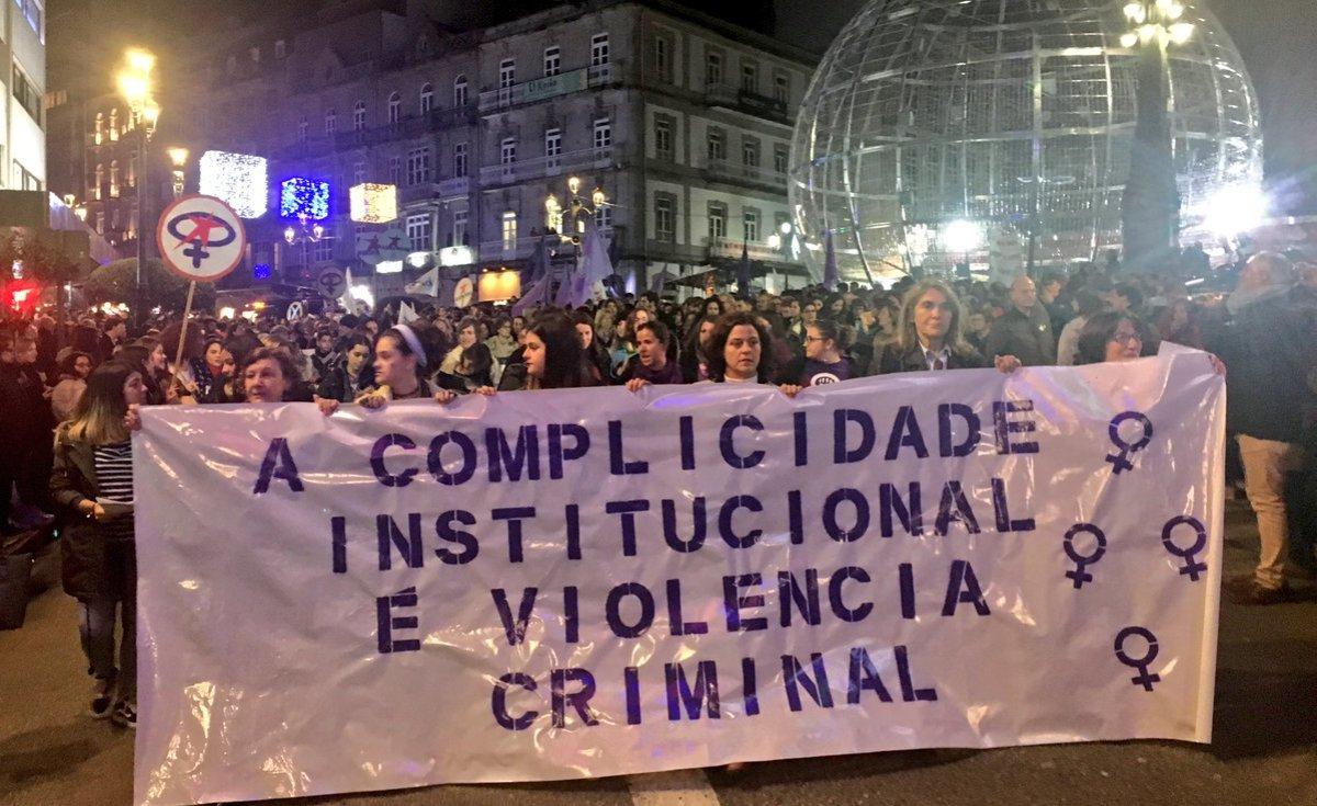 Faixa principal na manifestación de Vigo