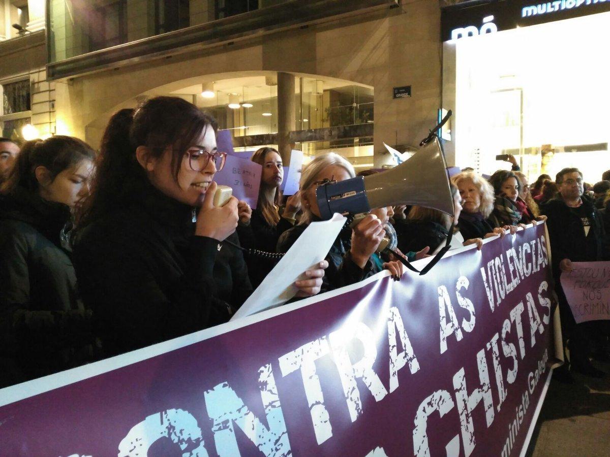 Lectura do manifesto na mobilización da Coruña
