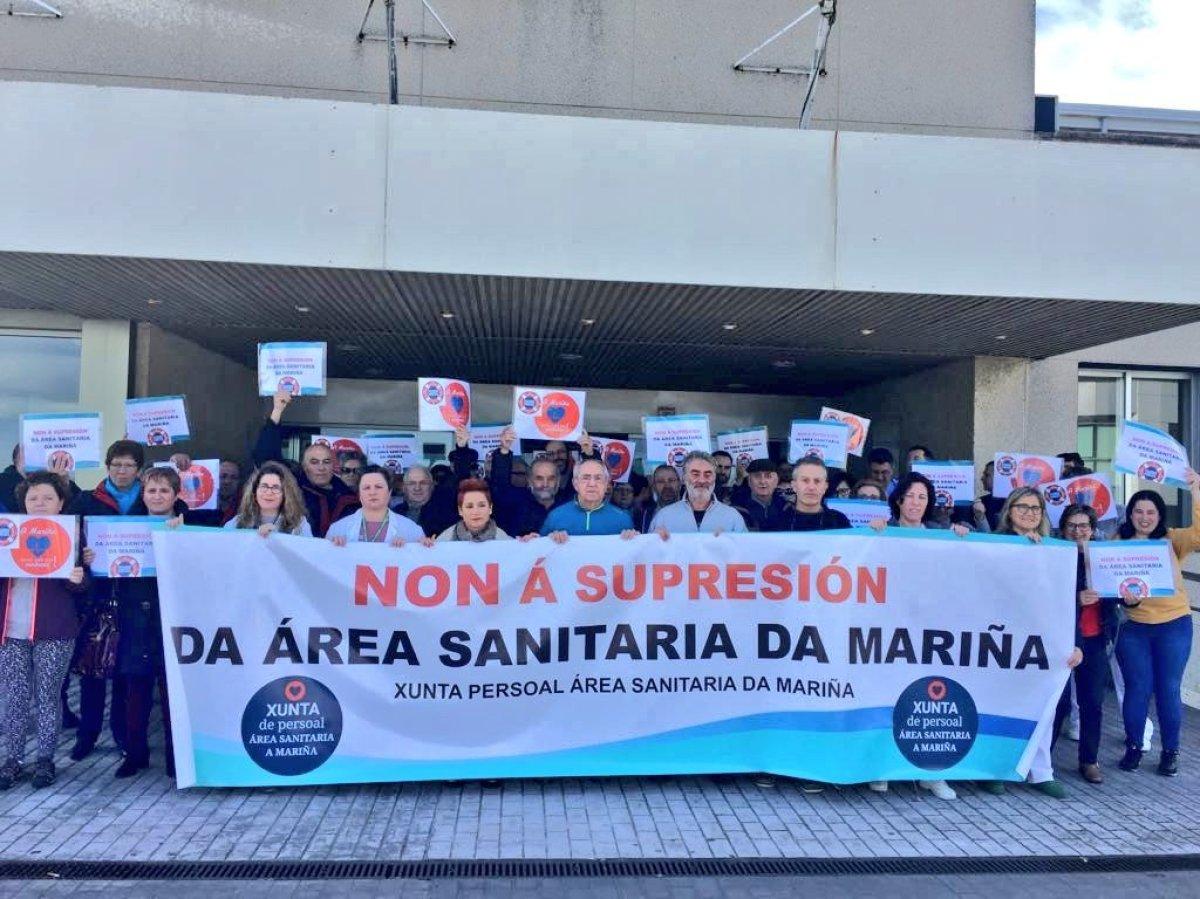 Concentración ante o hospital da Costa, en Burela