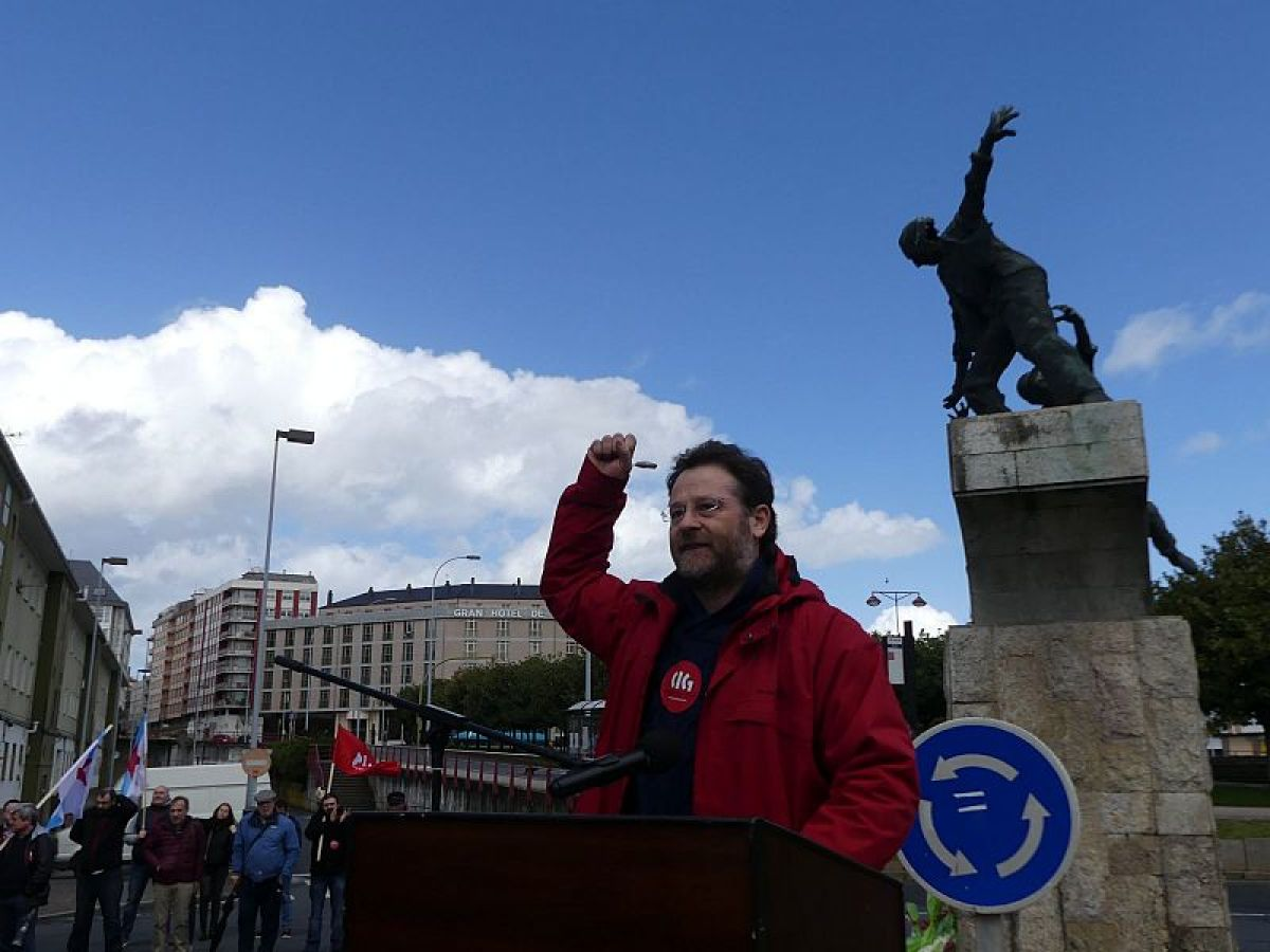 Acto da CIG ante o Monumento do 10 de Marzo en Ferrol
