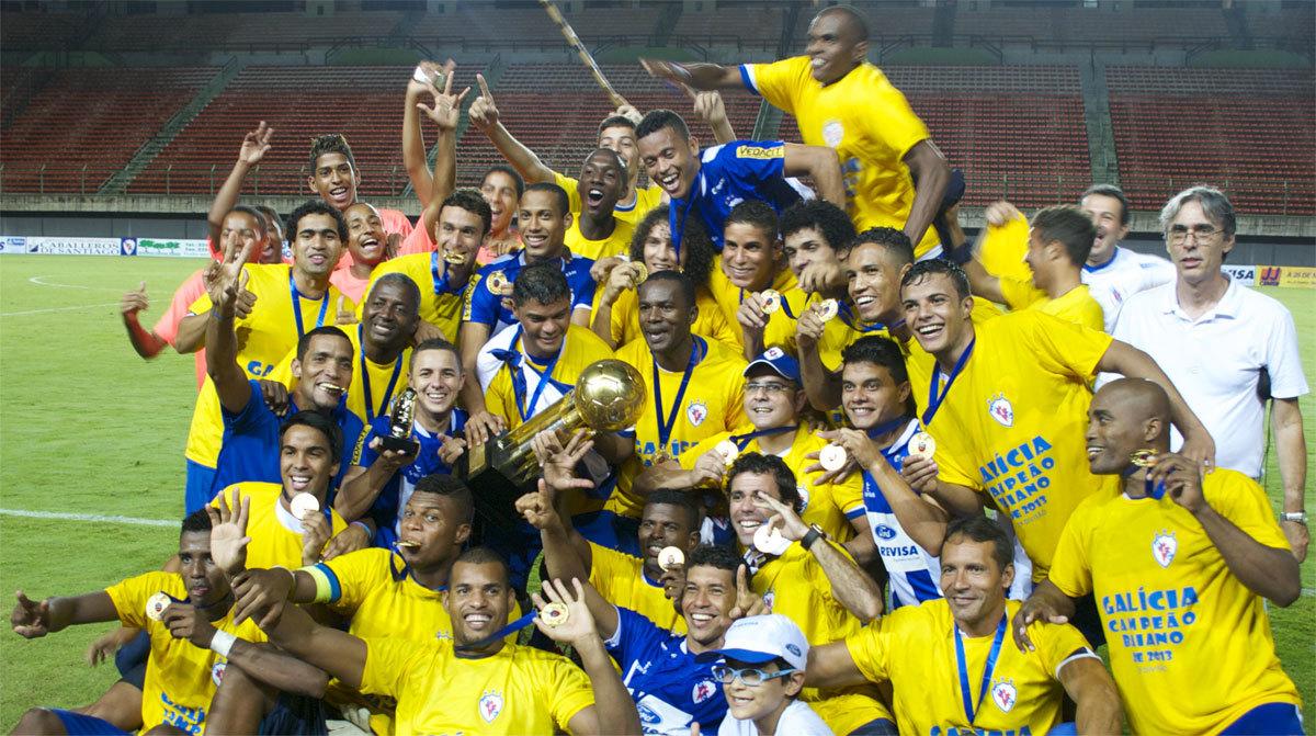 O Galícia celebrando o ascenso á Primeira División de Bahia en 2013