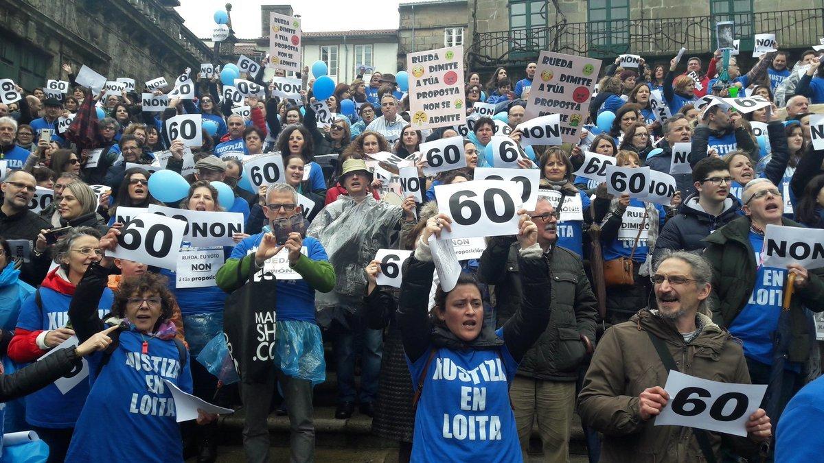 Manifestantes na praza da Quintana