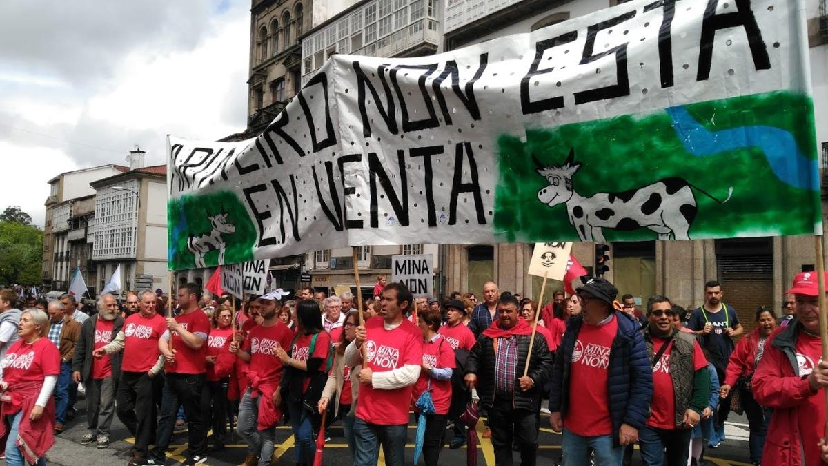 Manifestantes en defensa do sector agropecuario da zona afectada