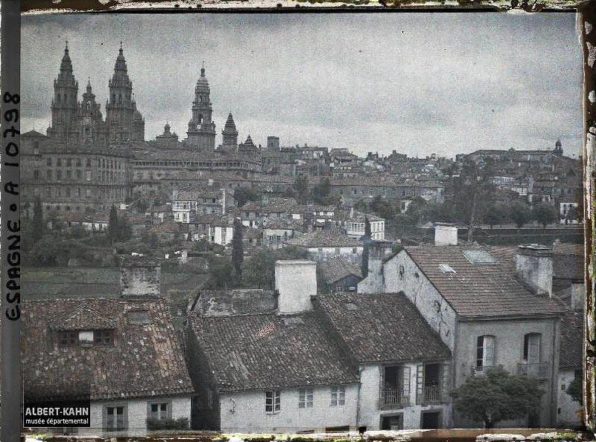 Catedral e Cidade Vella de Santiago, dende O Pombal (1917)