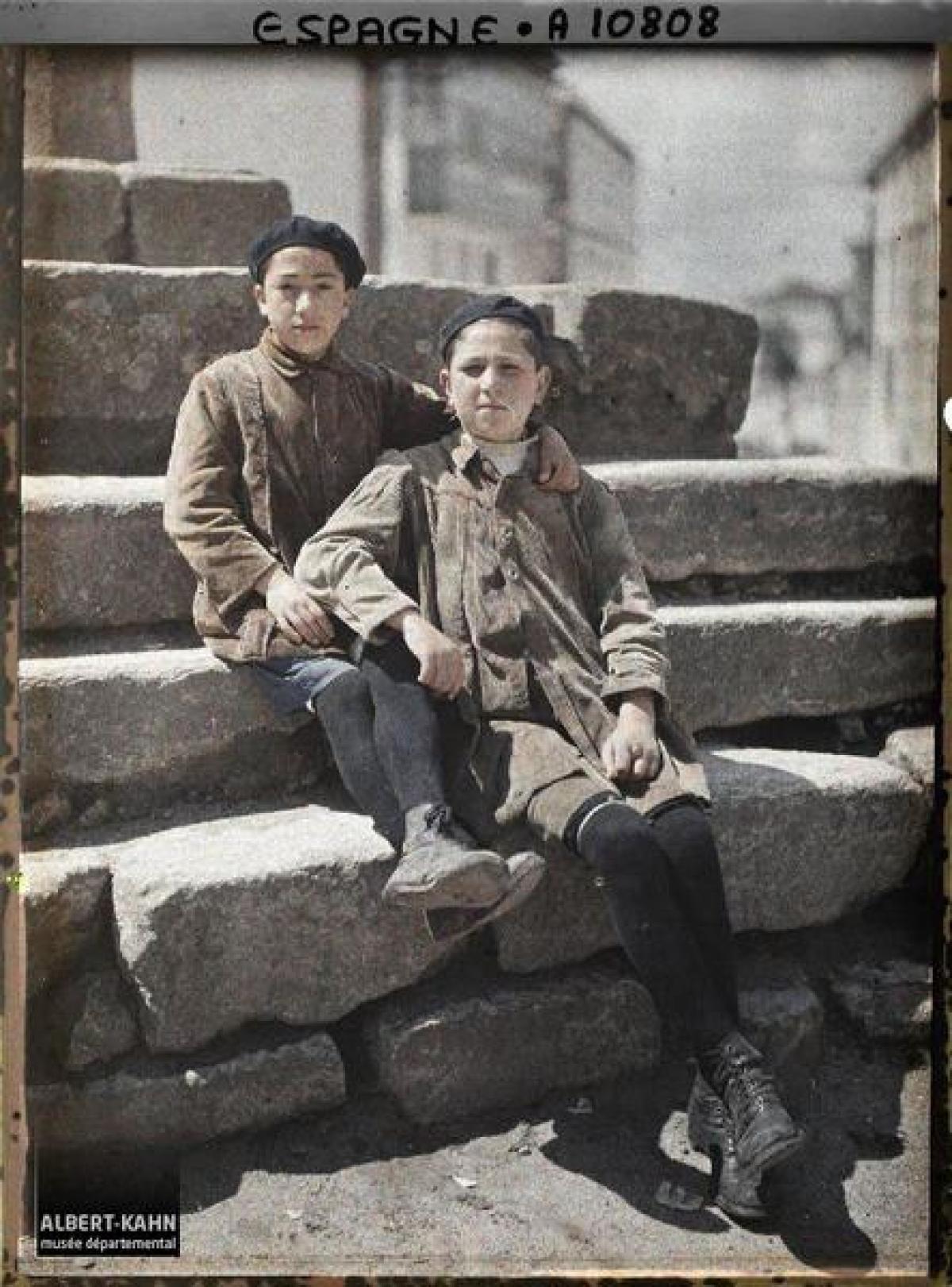 Dous irmáns na Coruña (1917)