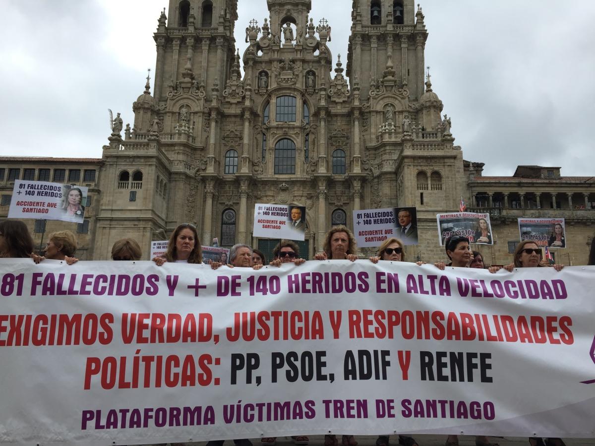 Vítimas de Angrois no Obradoiro no quinto aniversario do accidente